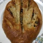 パン・オ・ミエル - 料理写真:ドライトマトとオリーブのフーガス@210円+税
