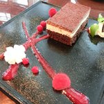 サロン・ド・テ・ロンド - ケーキセット 1050円 のシンプルなチョコレートのケーキ ラズベリーの香り