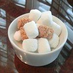 サロン・ド・テ・ロンド - ケーキセット 1050円 の角砂糖