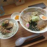 72486852 - 冷やしラーメン(¥650) ミニたこ丼(¥400) 自力セット