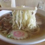 日光軒 - 麺は平打ちちぢれ麺