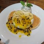アロハテーブル - ハニーレモン&フルーツヨーグルトパンケーキ