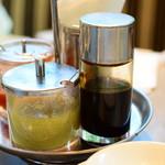 威南記海南鶏飯 - 3種のソース