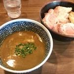 72493417 - 「チャーシュー極濃煮干しつけ麺」(1030円)