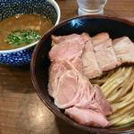 72493421 - 「チャーシュー極濃煮干しつけ麺」(1030円)
