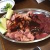 かしわ焼肉 ガラクタ酒場 - 料理写真:若どり、せせり、レバー各一人前518円
