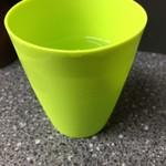 もりや - 蛍光色のプラスチックコップ