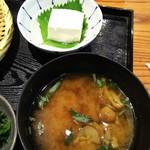 おひつ膳 田んぼ - 『天然にがり豆腐(冷奴)』と『みそ汁』