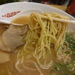 ラーメン横綱 - 麺アップ