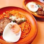 トレンタ  - 料理写真:ハンバーグナポリタン