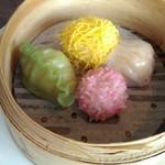 72498560 - 香港スタイルの蒸し餃子四種 自家製豆板醤を添えて