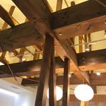 Eirakuya - 天井が高い店内