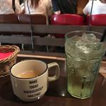 ABBOT KiNNEY - ランチのコンソメスープとジンジャーエール…並んでる人々