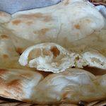 シリザナ キッチン - INDIAN RESTAURANT & BAR SRIJANA KITCHEN @中葛西 厚みと重量感がありパンのような食感のナン