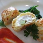 門田 - 愛媛県産真鯛と松茸のパイ包み焼き 赤パプリカのピュレ チンゲン菜添え