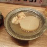 八田 - おでん  大根とたこ焼き