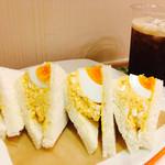 サンドイッチ王子 - ゆでたまごサンド¥300+アイスコーヒーS¥220 (2017/9現在)
