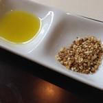 カフェ カリフォルニア - パン用のオリーブ油とスパイス