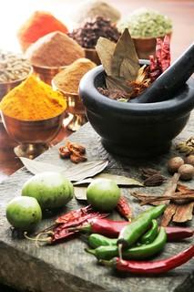 クンビラ - 毎日挽きたて(調合)のスパイスは香りや味だけでなく深く効く