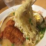 豚太郎  - 麺リフトしてみました