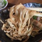 鉄板呑み屋ブッチャー - つけカレー焼きそば(800円)麺リフト