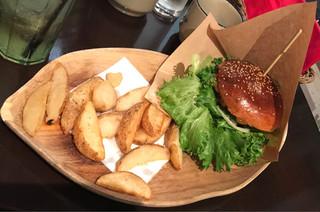 ABBOT KiNNEY - バーガーランチのチーズバーガー1250円