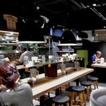 175°DENO〜担担麺〜 - バー・バルのような店内