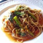 ヴェリータ - パスタランチ ツナと黒オリーブと菜の花のトマトソース