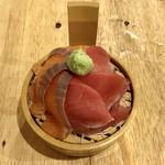 恵美須商店 - 鮪とサーモンのお刺身、490円です。