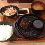 きわみや ごはん - 黒炭焼き伊万里牛鉄板1,069円 サイドセット324円