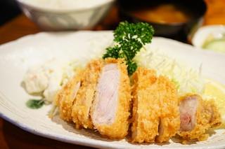 とんかつ 大倉 - とんかつ定食 (¥1,200)