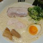 ヒキュウ - 料理写真:鶏白湯魚介濃縮ら~めん♪