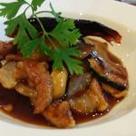 ナチュラル チャイニーズ 風 - 料理写真:北陸健康鶏と揚げ野菜の甘辛醤油ソース。