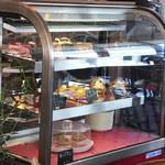 ロティサリー・カフェダイニング マハナ - ランチのケーキは、このショウケースから