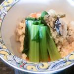よし味 - 先付の卯の花と小松菜