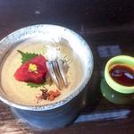 よし味 - バチマグロとキビナゴのお造り。山葵の替わりに自家製柚子胡椒。