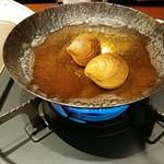 博多前炉ばた 一承 - お通し。ハマグリを炊いていただきます。