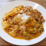 Venu's South Indian Dining - ランチビュッフェ(1000円) この日はチキン・ダイコンマサラ、ひき肉・パンダ豆マサラ、おくらと豆、ミックス野菜カレー