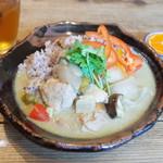 ネマルカフェ - 夏野菜のグリーンカレー(950円)