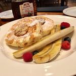 72529544 - リコッタチーズのパンケーキ バナナ添え