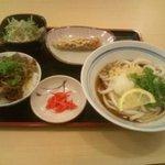 讃岐 うどんの樋 - 木曜日、お昼にサービス定食食べにいきました、