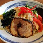 をうみ - 冷麺(炙りチャーシュー側)