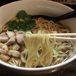 中華そば いぶき - とりそば(1200円)麺リフト