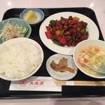 72537694 - 週替わり【鶏肉の甘味噌炒め】定食(864円)