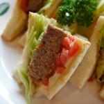 sandwich CLUB HOUSE - 料理写真:自家製ミートローフとトマトとチーズサンド