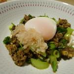 TTOAHISU - ◆数種類のお肉のミンチを使用した麺料理。 *フレンチ店とは思えない「エスニック」な品。