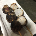 とん吉 - 里芋の串は皮ごと