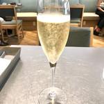72541441 - シャンパン キュヴェレテルニテブリュット 1,296円