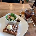 ワンシーン - プレーンワッフルセット(サラダ付)(アイスコーヒー)
