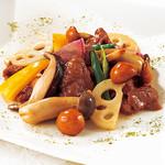 南国酒家 - 料理写真:国産 牛肉と三種きのこ、蓮根の高知県産 「仁淀川山椒」香り炒め